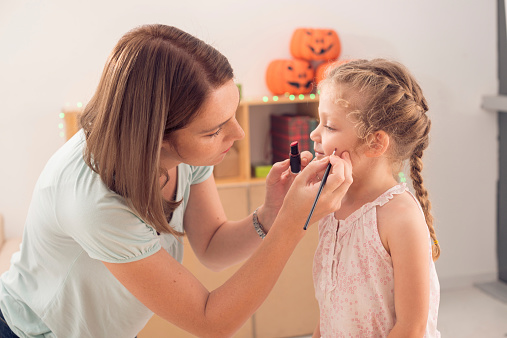 ‌While Halloween costumes are fun, they can cause problems for your child's skin. Here are a few things to think about before getting dressed up.