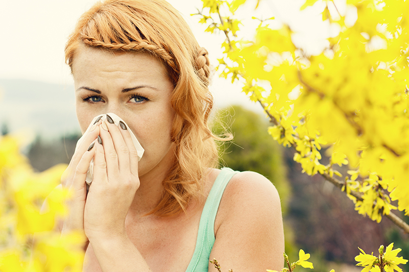 You've heard of seasonal allergies, but are there seasonal colds? Unfortunately, yes. You may have long since traded your comfy winter sweaters for swimsuits and sunscreen, but that doesn't mean you can't catch a cold.